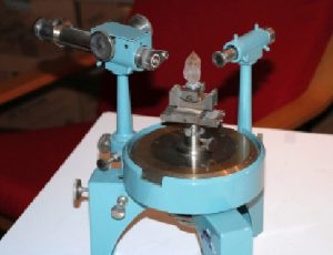 A Unicam single-circle optical goniometer, like the one described in the text. The quartz crystal here is much larger than those I used for teaching.